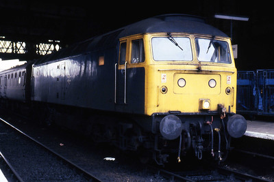 47473 calls at Manchester Victoria with 1M70 1009 Barrow-in-Furness - Nottingham (23/02/1985)