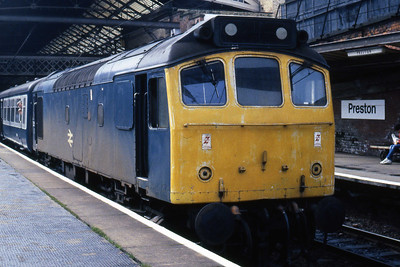 25257 waits to depart from Preston with 2P91 1100 to Barrow-in-Furness (04/05/1985)