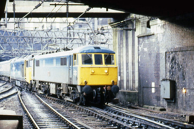 Fun and games at Birmingham New Street after 50046 'Ajax' failed on the approach to the station with 1S71 0730 Penzance - Glasgow. 86258 was on hand to drag the ensemble the short distance into the platform (26/01/1985)