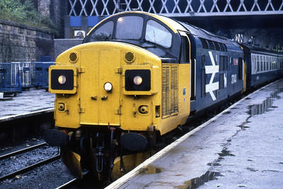 37043 'Loch Lomond' waits to depart from Glasgow Queen Street with 1Y21 0950 to Fort William (14/08/1985)