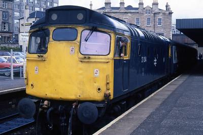 27054 calls at Haymarket with 2J07 1520 Edinburgh - Dundee (19/08/1985)