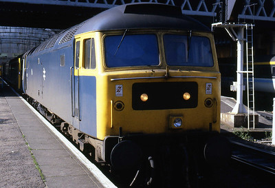 47117 waits to depart from Glasgow Queen Street with 1H09 1005 Glasgow Queen Street - Inverness (17/08/1985)