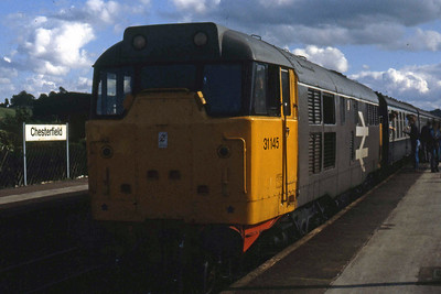 31145 calls at Chesterfield with 1E14 1025 Portsmouth - Leeds. 47359 had been in charge of this train as far as Nottingham but was removed due to a lack of fuel (03/08/1985)