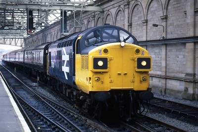 37021 arrives at Edinburgh Waverley from Craigentinny with the ECS for a Royal Scotsman charter (14/08/1985)