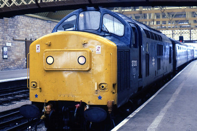 Gateshead's 37212 calls at Perth with 1H09 1005 Glasgow Queen Street - Inverness (14/08/1985)