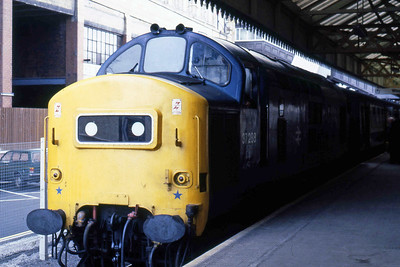 37288 is pictured on arrival at Edinburgh Waverley with 2J04 1330 ex-Dundee (19/08/1985)
