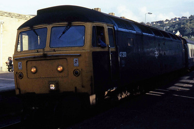 47200 pauses at Keighley with 1M72 1605 Leeds - Carlisle (05/10/1985)