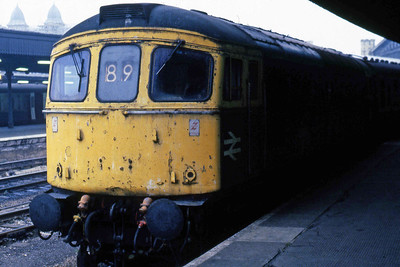 33012 is pictured on arrival at Bristol Temple Meads with 2V56 0550 from Portsmouth Harbour (26/10/1985)