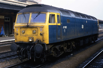 47463 awaits its next duty at Reading after arriving from Poole with 1M14 1140 to Manchester Piccadilly (26/10/1985)