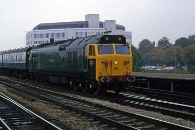 50007 'SIR EDWARD ELGAR' arrives at Reading with 1C44 1340 Paddington - Penzance (26/10/1985)