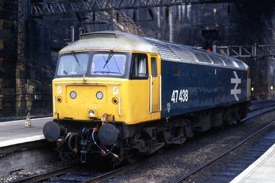 47438 waits for the road at Liverpool Lime Street. I believe the loco had arrived on 1M73 from Newcastle, this photo being taken after the departure of 1E88 at 1605 (29/10/1985)