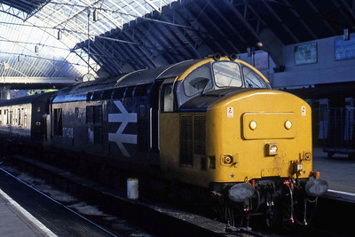 An un-named 37408 is pictured on the blocks at Glasgow Queen Street after arriving with 1T12 0800 from Oban (31/10/1985)