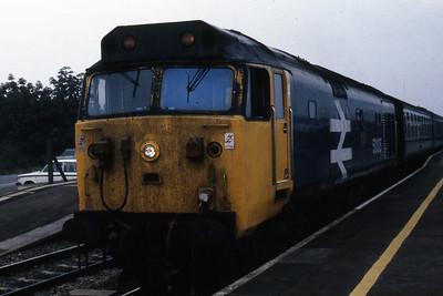 50035 'Ark Royal' calls at Didcot with 1A34 0857 Cardiff - Paddington (26/10/1985)