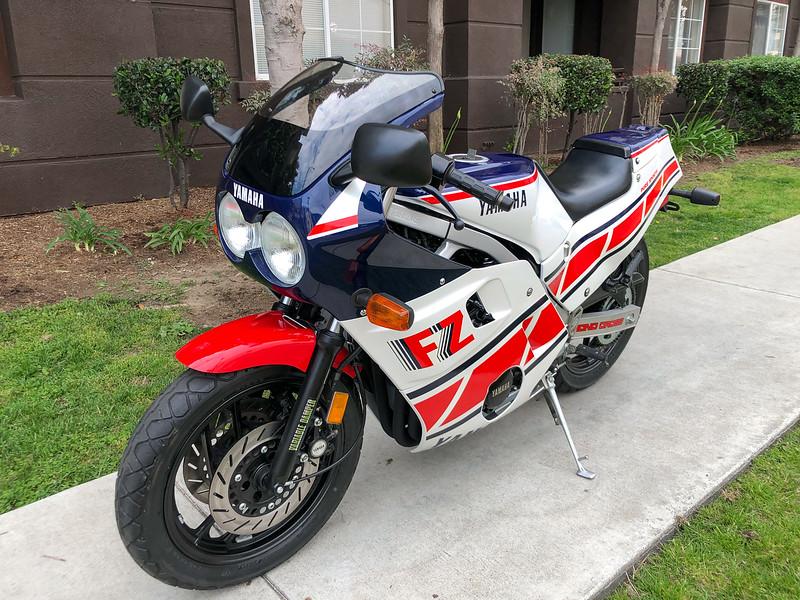 Yamaha FZ600 -  (1)