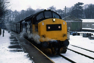 With its boiler working well, 37262 calls at Huntly with 1A48 (15/02/1986)
