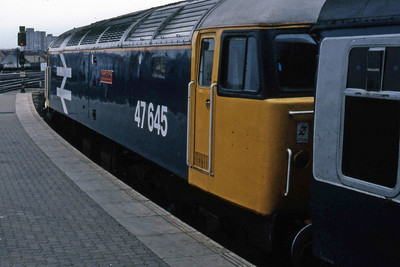 47645 about to work forward from Bristol Temple Meads with the 0630 Cardiff-Portsmouth. Not the best of phots, but it's the only one I've got of this relatively early casualty (27/05/1986)