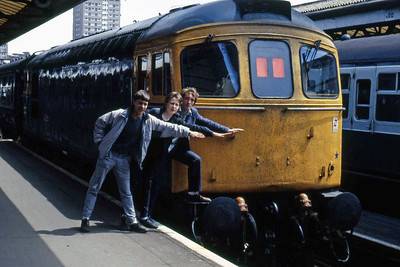 33205 and friends at Portsmouth Harbour after the arrival of 1Vxx 1007 ex-Bristol Temple Meads (30/05/1986)