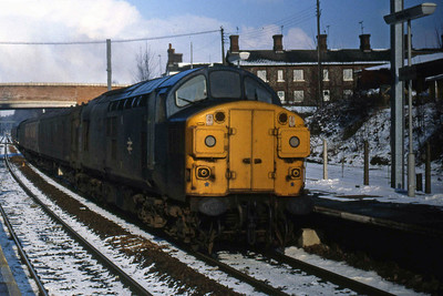 37055 passes through Audley End in the 'up' direction with a train of parcel vans (08/02/1986)