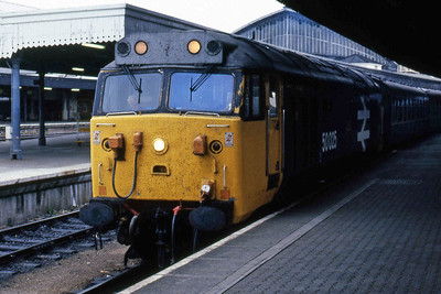50025 'Invincible' awaits departure from Bristol Temple Meads with the 0645 Swindon - Penzance (27/05/1986)