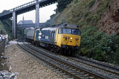 50009 rounds the curve out of Teignmouth with the 1512 Paignton - Exeter St Davids (11/08/1986)
