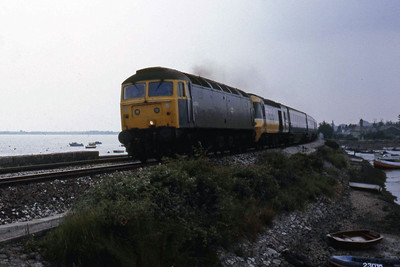 47100 crosses Cockwood Harbour having rescued 1M85 1045 Paignton - Manchester HST at Dawlish (11/08/1986)