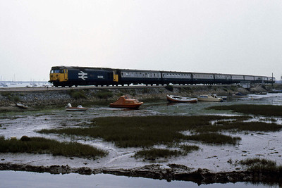 50032 'Courageous' crosses the causeway at Cockwood Harbour with the 1000 Penzance - Paddington (11/08/1986)