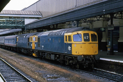 33021 + 33046 await departure from Exeter St Davids with the SuO 1O19 1430 to London Waterloo (07/06/1987)