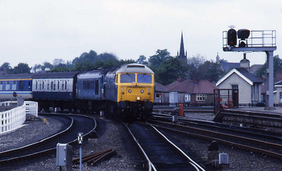 The May timetable change had seen a total re-vamp of Trans Pennine trains, with loco-haulage reduced to a 2-hourly Newcastle-Liverpool service booked for 47s. The 'old order' was still evident though, but on this occasion 45149 had failed en rooute with 1Mxx 1425 Newcastle - Liverpool and needed the assistance of 47478 to reach York (22/05/1987)