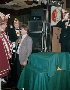 Een onderscheiding van Prins Harm den Eerste voor John de Kluijs
