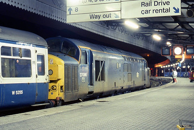 Tinsley's 37096 stands at Bristol Temple Meads after arriving with 2Vxx 2115 from Weymouth (22/01/1988)