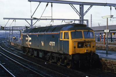 Eastfield's 47577 runs round at Leeds after arriving with 1E01 0630 from Carlisle. The loco was sporting a hybrid of BR blue and large-logo blue liveries dating from its time at Stratford (06/02/1988)