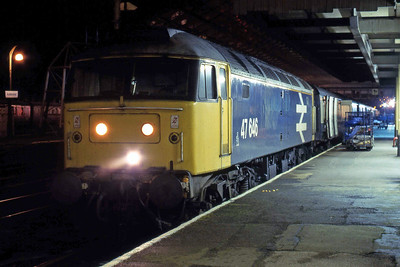 47646 pauses at Huddersfield whilst the mail is loaded onto 1M41 2225 York - Shrewsbury (12/02/1988)