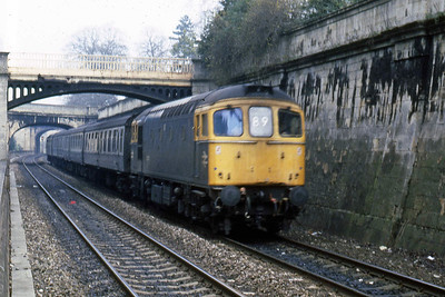 33205 speeds through Sydney Gardens on the approach to Bath with 1V38 0810 Portsmouth - Cardiff (22/02/1988)