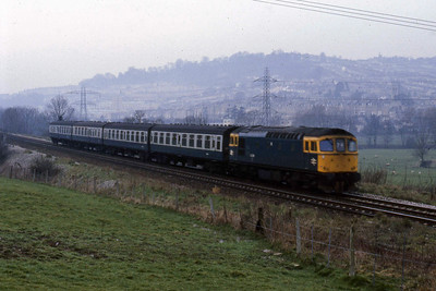 33029 slows for the junction at Bathampton with 1O36 1010 Cardiff - Porstmouth Harbour (22/02/1988)