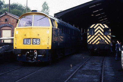D1013 'WESTERN RANGER' and Class '08' no. 3586 stands side by side on Bridgnorth shed. The 'Western' had arrived with the 1128 from Kidderminster (08/05/1988)
