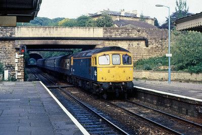 33039 arrives at Bradford-on-Avon with 1V85 1710 Portsmouth - Cardiff Central (14/05/1988)