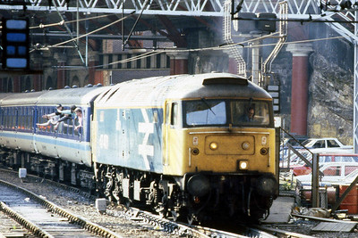 A seminar of sorts as 47407 waits to depart from Liverpool Lime Street with 1E18 1742 to Newcastle (14/05/1988)
