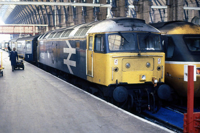 47552 is pictured on arrival at London Kings Cross with the previous night's 1E48 2115 ex-Aberdeen (14/05/1988)