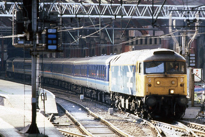 47407 waits to depart from Liverpool Lime Street with 1E18 1742 to Newcastle. Just visible at the far end of the train is 47413 which had worked the inbound service on the last day that these trains were booked for Gateshead-based locomotives (14/05/1988)