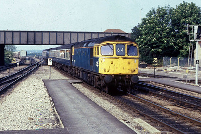 Shortly afterwards 33009 runs into Westbury with 2O60 1615 Bristol - Weymouth. This was the final weekend of loco haulage on the Cradiff/Bristol - Portsmouth/Weymouth route with all services booked to be formed of new 'Class 155' DMUs from the following Monday (14/05/1988)
