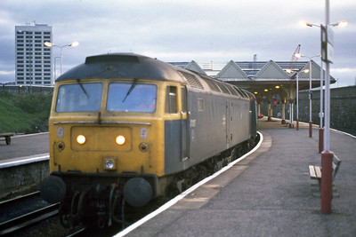 It's not quite as sharp as I'd have liked but this early-morning shot of 47017 shows the no-heat machine waiting to depart from Dundee with 1J16 0655 to Edinburgh Waverley (14/09/1988)