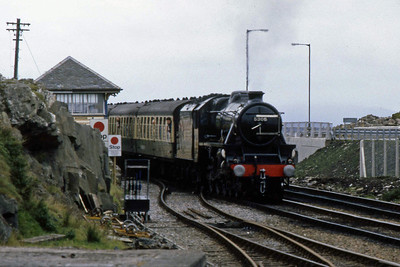 'Black Five' no. 5305 arrives at Mallaig with the 10xx steam speacial from Fort William (15/09/1988)