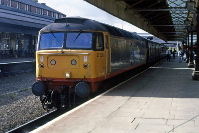 47339 calls at Bolton with 2J58 1558 Blackpool North - Manchester Victoria (12/08/1988)