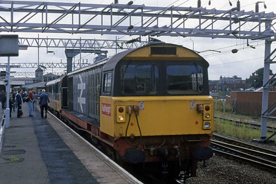 58017 waits to depart from Nuneaton with 1Gxx 1040 Euston - Wolverhampton having been attached for the short run over the non-electrified route to Birmingham New Street (28/08/1988)