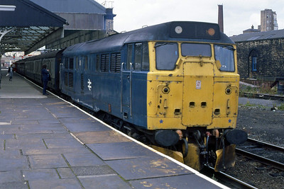 31118 has just run round its train at Blackburn after arriving with 1700 ex-Manchester Victoria in place of the booked DMU. The loco and stock returned south as the 1805 Blackburn - Manchester Victoria (11/08/1988)