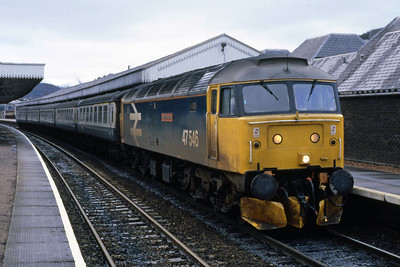 47546 'Aviemore Centre' pauses at Aviemore with 1H11 1135 Edinburgh-Inverness (05/01/1989)