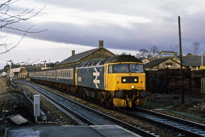 47460 arrives at Elgin with the 0828 Inverness-Aberdeen (07/01/1989)
