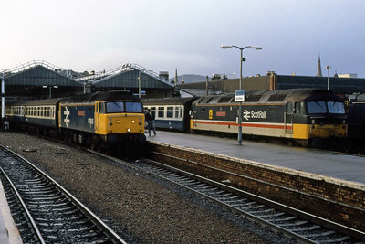 Side by side at Inverness are 47640 'University of Strathclyde' with the 1032 to Aberdeen, and (right) 47541 'The Queen Mother' with the 1230 to Glasgow Queen Street (05/01/1989)