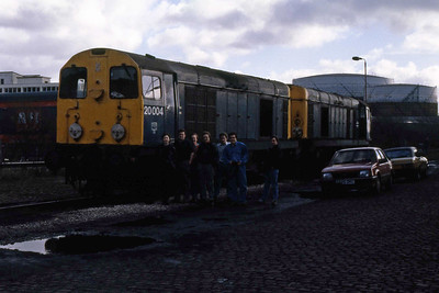 Some weary travellers and their steeds pose alongside 20004 + 20052 at Wigan North Western after a successful overnight mission (12/02/1989)