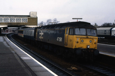 47591 calls at Banbury with 1O09 0808 Manchester Piccadilly - Poole (04/03/1989)